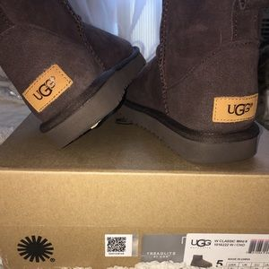 BRAND NEW NEVER WORN UGG MINI